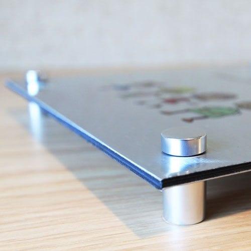 Dørskilt av børstet aluminium fra Presis Digitalprint presisfoto.no